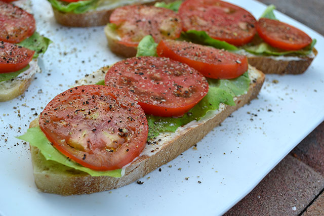 open faced tomato sandwich_A