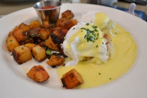 The Cottage_Eggs Benedict-1