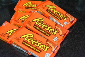 Reese's Cup Marshmallow Peanut Butter Cookie Pie-9