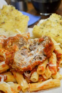 Slow Cooker Marinara w Mozzarella Meatballs-1