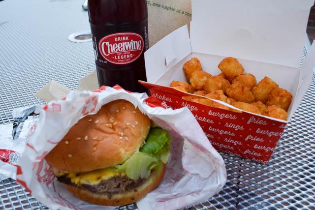 Tasty Burger Food Truck_Monday Munchies-11