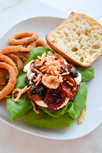 Mega Burger with Goat Cheese and Slow Roasted Tomatoes_06