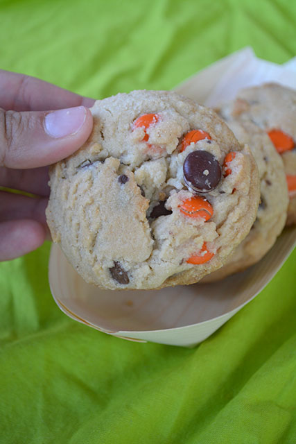 reeses-pieces-chocolate-chip-cookies_04