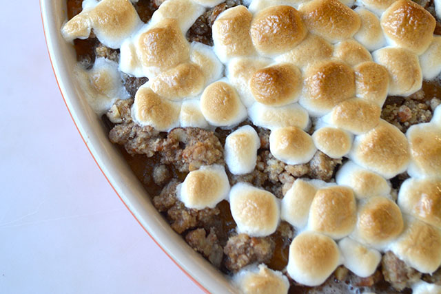 sweet-potato-casserole-marshmallow-pecan-crunch-topping_04