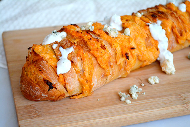 cheesy-buffalo-chicken-stuffed-bread_01