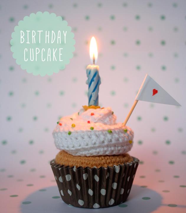 "Birthday crochet cupcake, Visto en ""I am a Mess Blog"""