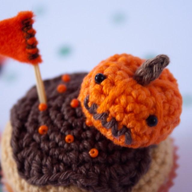 cupcake de calabaza tejido a ganchillo, detalle