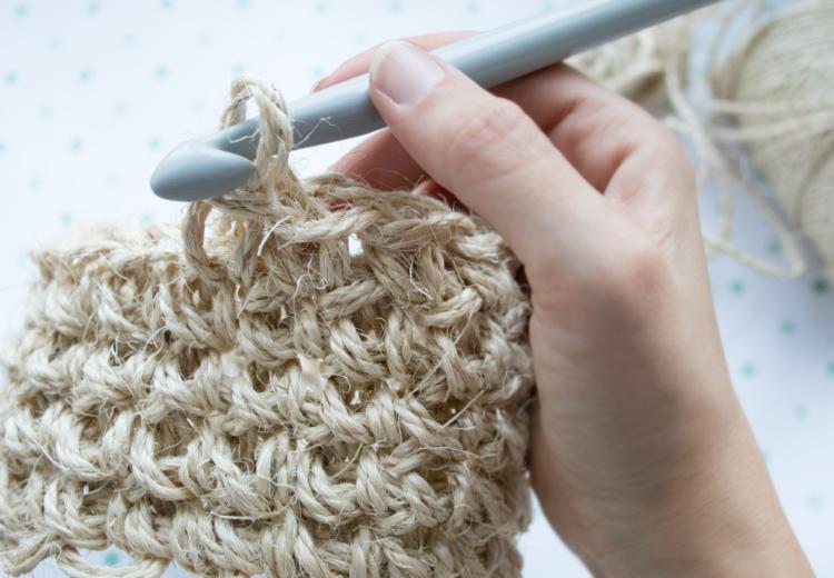 tejiendo sisal en espiral