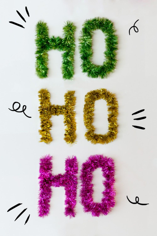 "DIY HoHoHo letters with tinsel, visto en ""I am a Mess Blog"""