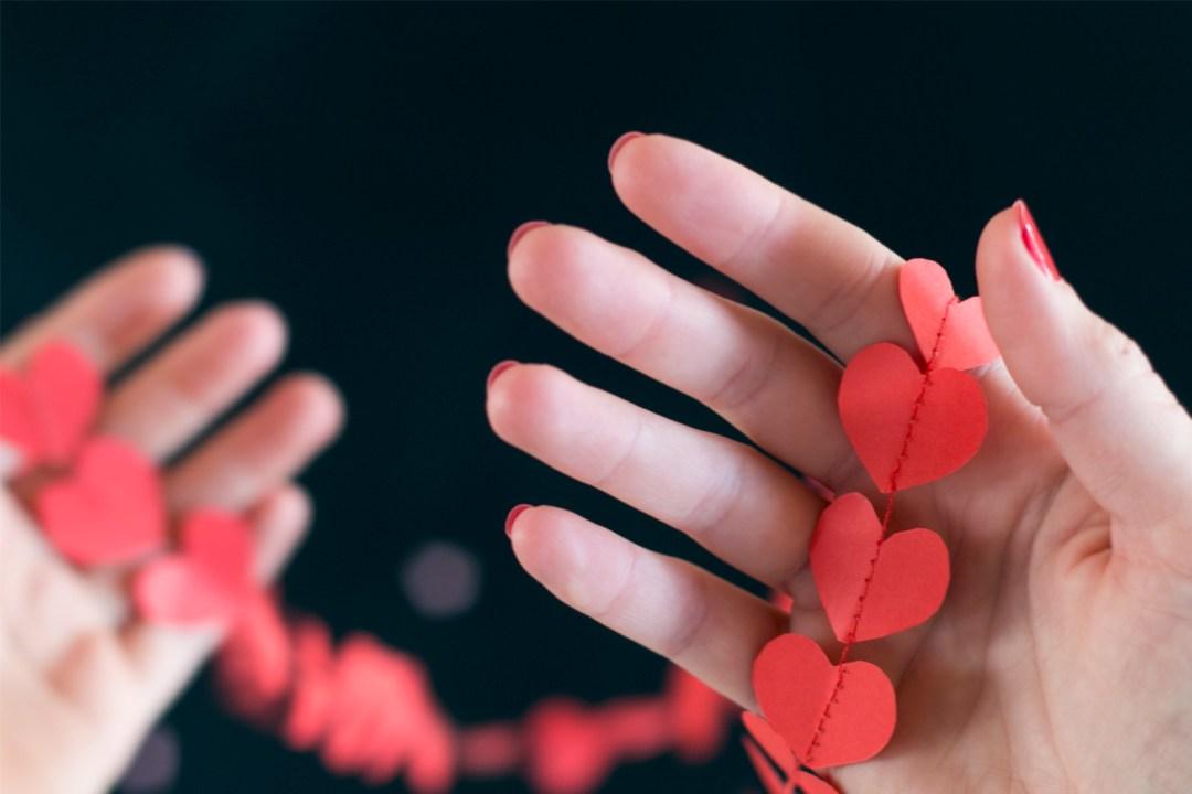 DIY guirnalda de corazones, vieto en IamaMess blog