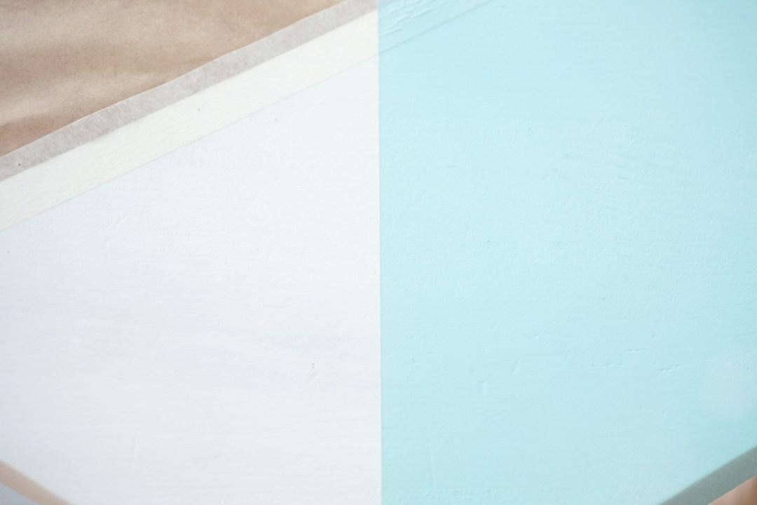 """Paso 3, linea perfecta con cinta de pintor, visto en """"I am a Mess Blog"""""""