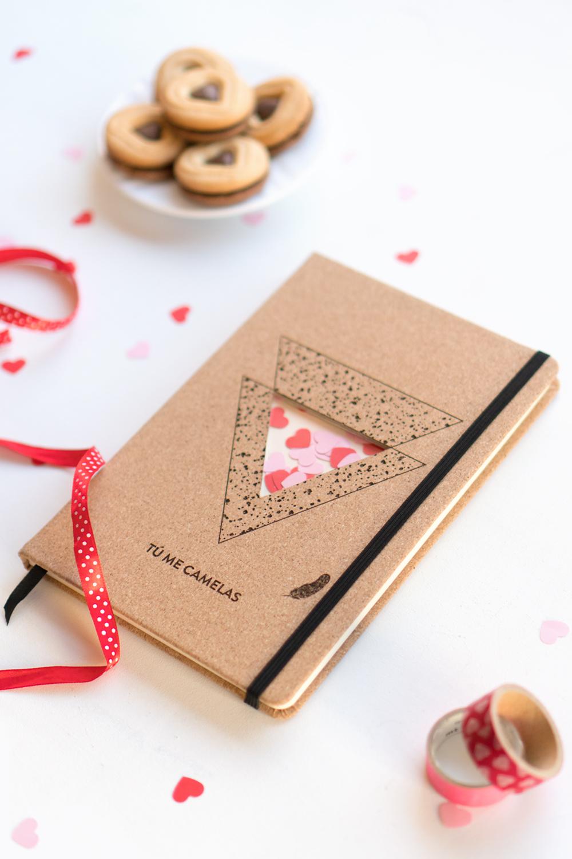 "Cuaderno personalizado para San Valentín, Visto en ""I am a Mess Blog"""