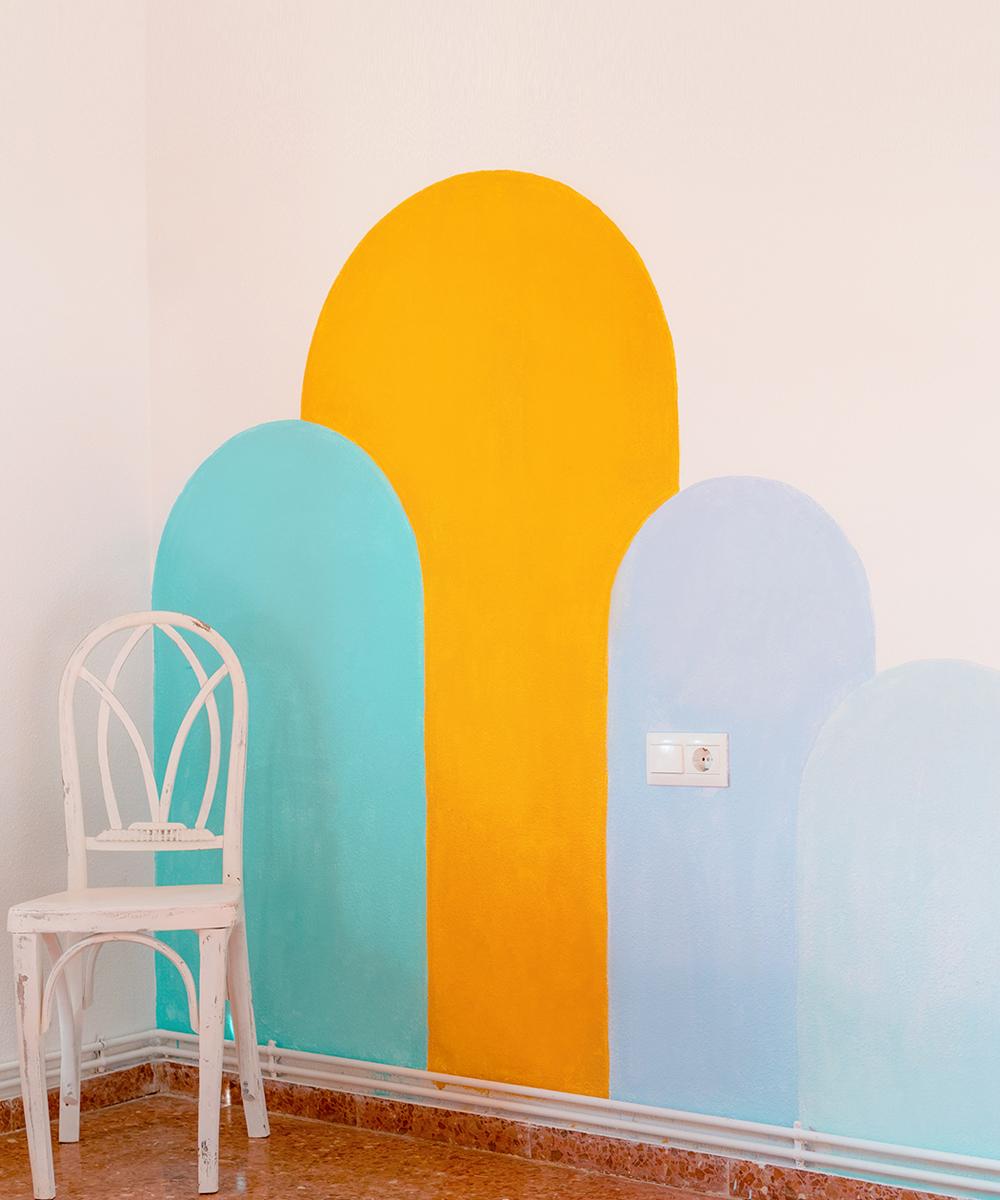 Crea un cabecero original con un mural de pared