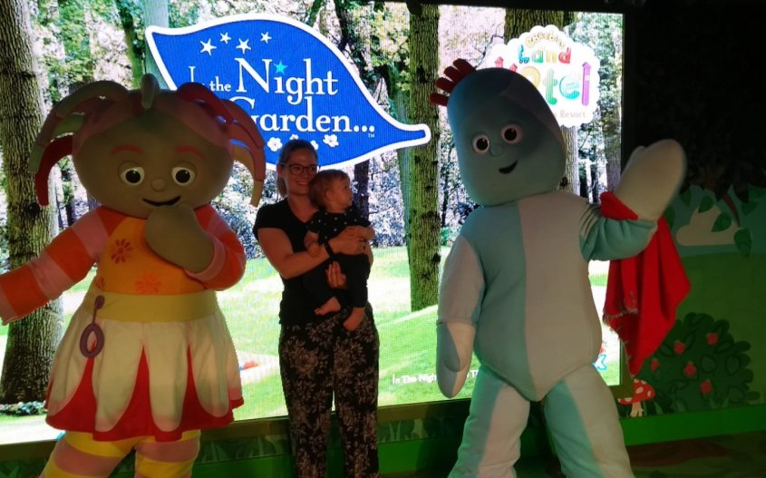 mother and baby meet and greet iggle piggle and upsy daisy in the night garden