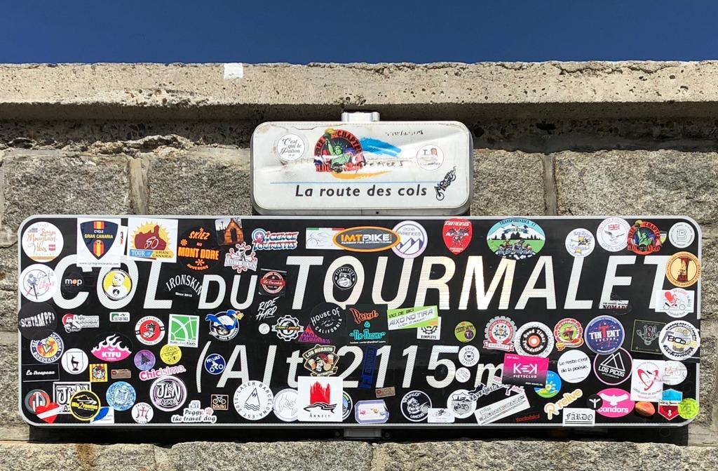 Gipfelschild auf dem Col du Tourmalet