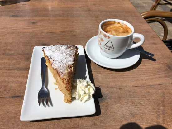 Almond calke and coffee at Mallorca - iamcycling.de