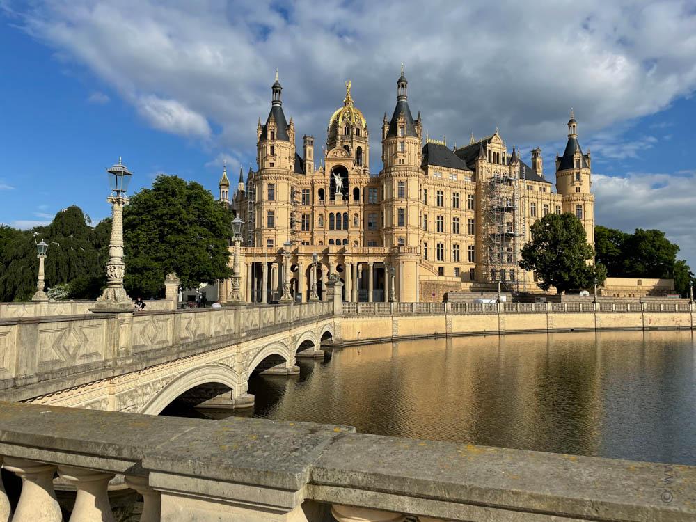 Schloss Schwerin - Ostsee-Tour - iamcycling.de