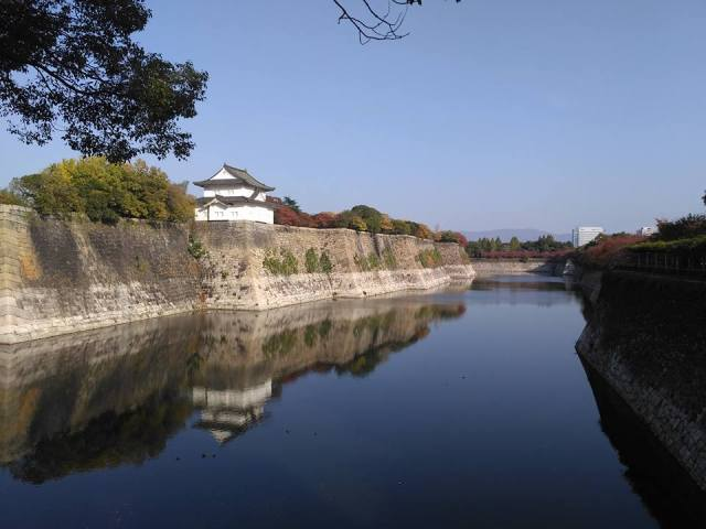 osaka-castle-by-the-river