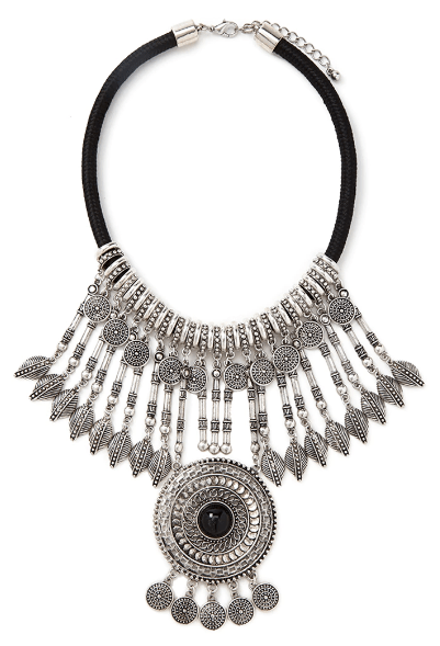 The Statement Necklace: A Touch of Style