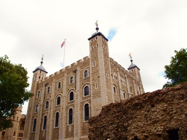 London Sightseeing - tower of london castle - http://iamsherrelle.com