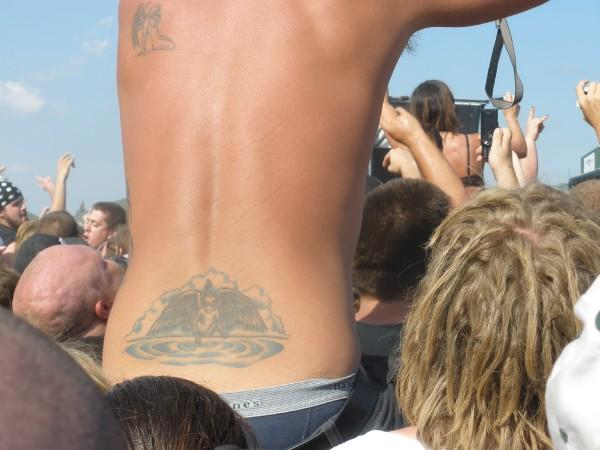 Searching for the elusive male tramp stamp (4/6)