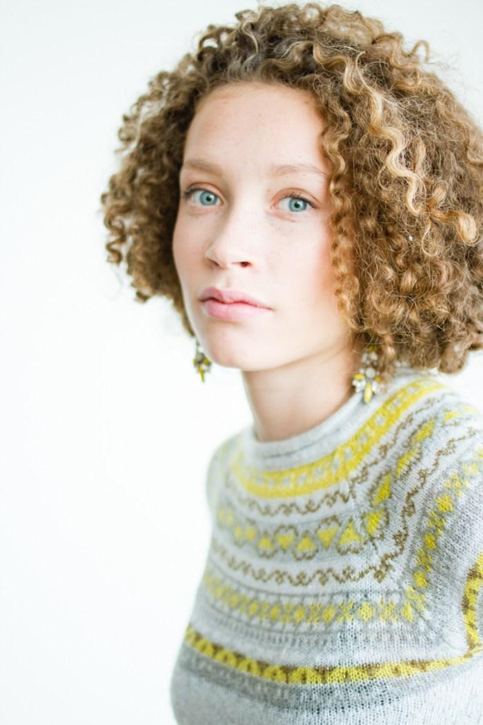 dela female portrait iamsombra