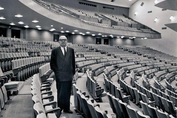 Carlos Raúl Villanueva en el aula magna de la UCV, patrimonio de la humanidad Unesco desde el año 2000. Foto P. Gasparini, en mincigob