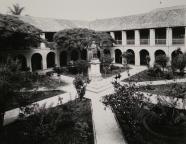 Jardines internos de la Universidad. Foto: Luis Felipe Toro, s.f.