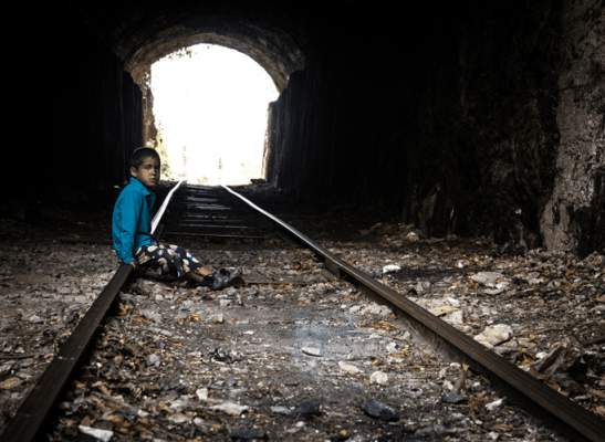 Muestra del mal estado de los rieles y del camino del tren Foto Nohely Ron.
