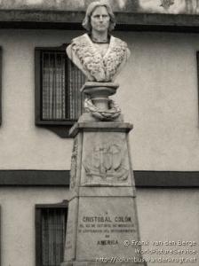 Fig. 1 Foto del Monumento a Cristóbal Colón antes de 2006.