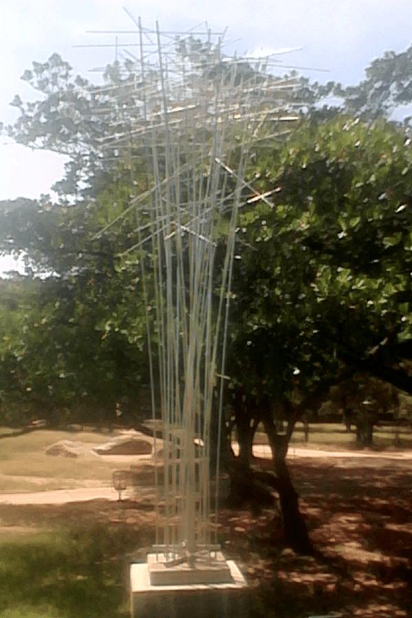 """Escultura """"Satélite"""" de Luis Chacón. Foto Carlos Crespo."""