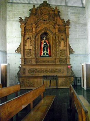 San Felipe Apóstol, patrono de la ciudad San Felipe. Realizado por un artista desconocido y ubicado en un retablo tallado en madera sin policromar que fue elaborado en Ecuador. Foto: Mildred Maury.