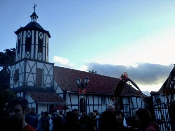 Fachada lateral glesia San Martín de Tours. Foto Mildred Maury, Diciembre 2016.