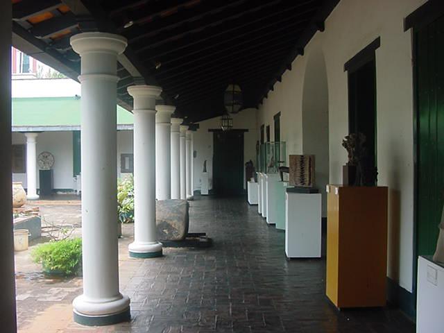 Corredor interno del inmueble que sirvió de sede del Correo del Orinoco. Foto Américo Fernández.