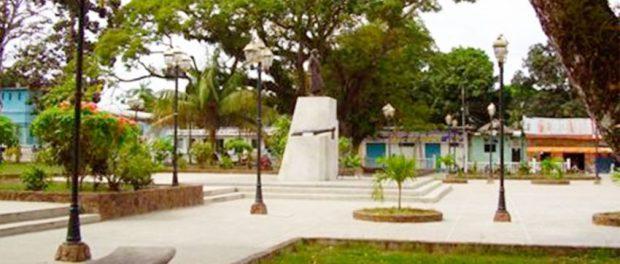 Historia y cotidianidad se mezclan en la plaza Bolívar de San Fernando de Otobopo.