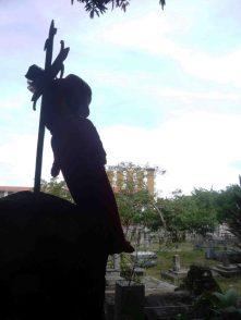 Prácticas de brujería acechan en el Cementerio El Carmen.