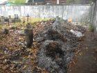 Reciente quema de basura sobre las tumbas. Foto Marinela Araque.