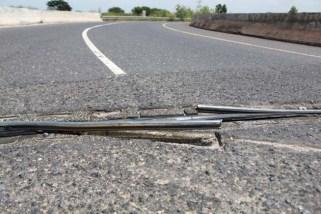 Juntas rotas de la vía. Foto Carlos Jesús Gómez.