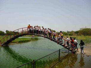 Niños celebran en el parque La Federación cierre de un proyectto escolar. Foto Marinela Araque.