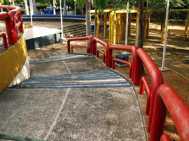 Barandas en forma de grapas. Foto Nueva Prensa de Guayana.