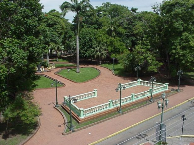 Vista aérea de la plaza Bolívar de Barinas, en 2003. Foto Colección del cronista de Barinas. Digitalización: Marinela Araque.