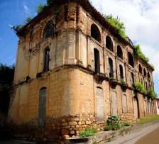 El edificio de principios de siglo ocupa 1/3 de la manzana. Foto José Jaime.