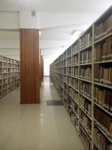 Estanterías. Sala de Ciencias Sociales. Biblioteca Central UCV. Foto: Mayerling Zapata López.