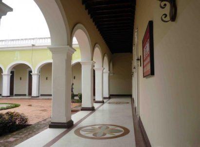 Corredores internos del palacio del marqués de Pumar, en la actualidad. Foto Samuel Hurtado C.