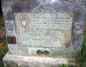 Placa de bronce que identificaba al Monumento, hoy desaparecida, noviembre 2005. Foto Samuel Hurtado Camargo
