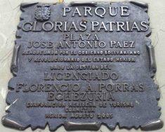 Placa que registra la restauración del monumento, en 2005. Foto Samuel Hurtado C.