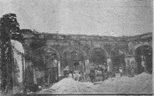 Vista interior del patio del derruido palacio del marqués, año 1936. Foto digitalizacón Samuel Hurtado C.