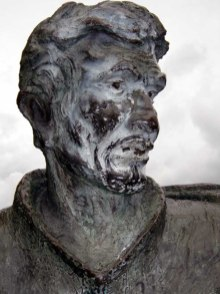 Vandalismo a la estatua del arriero, noviembre 2005. Foto Samuel Hurtado Camargo