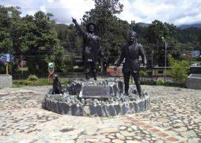 Vista frontal del Monumento a Los Conquistadores del Pico Bolívar en el nuevo emplazamiento, mayo 2017. Foto Samuel Hurtado Camargo