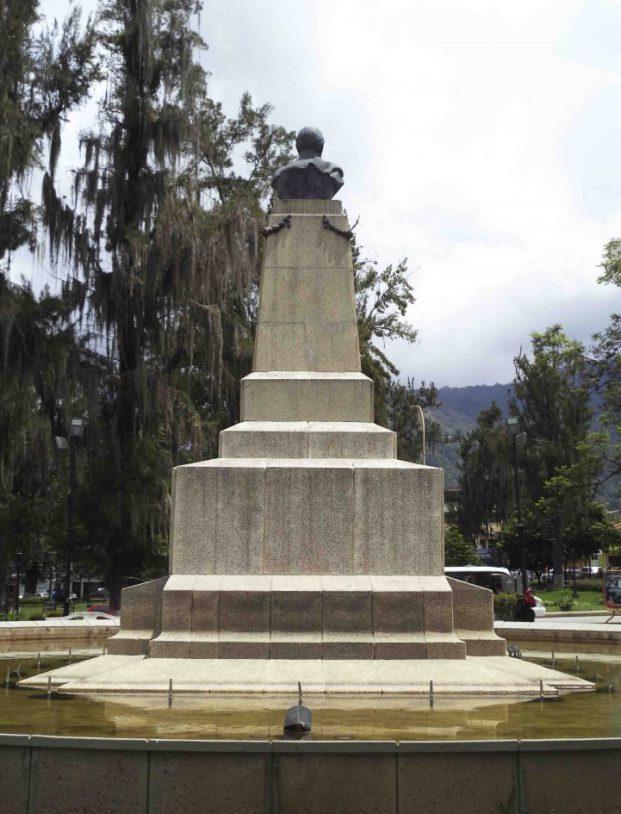 Vista posterior del monumento a Campo Elías, mayo 2017. Foto Samuel Hurtado Camargo